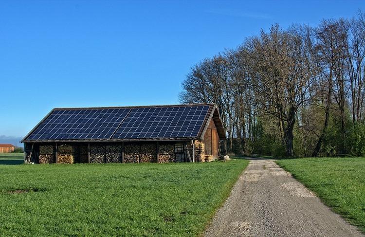 Qué es la energía solar fotovoltaica y cuales son sus ventajas e incovenientes